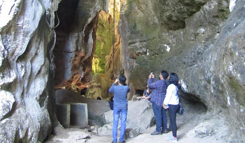 https: img.okeinfo.net content 2019 07 12 406 2078095 melihat-keindahan-gua-batu-cermin-yang-dikunjungi-presiden-jokowi-JhIOfsu95q.jpg