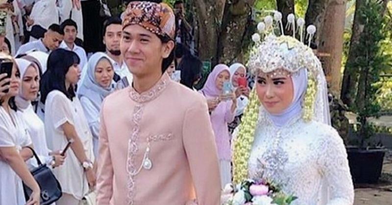 https: img.okeinfo.net content 2019 07 13 33 2078377 jadi-pendamping-pengantin-iqbaal-ramadhan-ganteng-atau-gemesin-5IqUmHtLKu.jpg