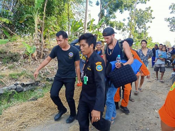 https: img.okeinfo.net content 2019 07 14 340 2078730 3-wna-penumpang-helikopter-jatuh-di-lombok-tengah-dilarikan-ke-rsud-praya-FtaeAYQO2Q.jpg