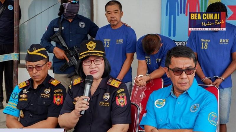 https: img.okeinfo.net content 2019 07 15 1 2079232 bea-cukai-dan-bnnp-sumut-gagalkan-penyelundupan-6-kg-sabu-dari-malaysia-sURM0ki6q6.jpg