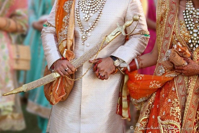 https: img.okeinfo.net content 2019 07 15 18 2079222 menikah-beda-kasta-pasangan-pengantin-baru-di-india-diculik-di-depan-gedung-pengadilan-tjRjX8JZaE.jpg