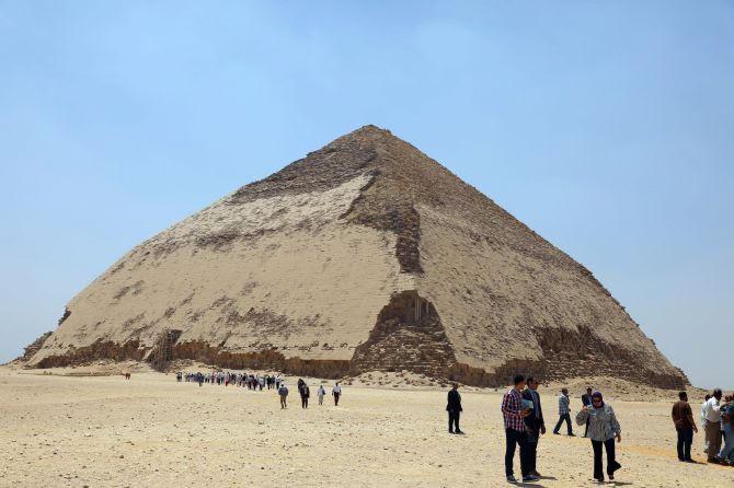 https: img.okeinfo.net content 2019 07 15 406 2079157 pertama-kali-dalam-50-tahun-dua-piramid-kuno-di-mesir-dibuka-untuk-publik-6tpHTLH9Wt.jpg