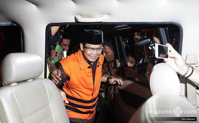 https: img.okeinfo.net content 2019 07 15 512 2079134 taufik-kurniawan-divonis-6-tahun-penjara-78PvLQqZ5W.jpg