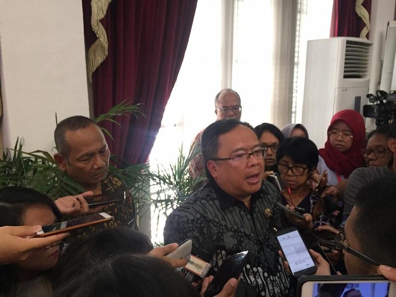 https: img.okeinfo.net content 2019 07 16 65 2079504 kepala-bappenas-bambang-brodjonegoro-jadi-calon-ketua-umum-iluni-ui-0RI93BZrqr.jpeg