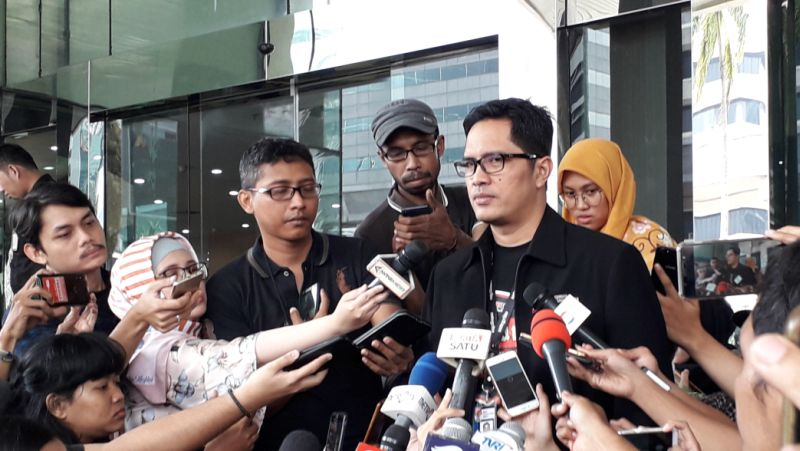 https: img.okeinfo.net content 2019 07 17 337 2080016 kpk-ultimatum-adik-nazaruddin-hadiri-pemeriksaan-kasus-gratifikasi-bowo-sidik-G5Sg2jQzHq.jpg
