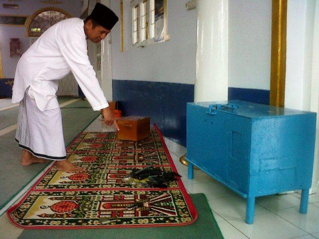 https: img.okeinfo.net content 2019 07 17 614 2080018 jk-ingin-ganti-kotak-amal-masjid-dengan-barcode-uug5cvBIDR.jpg