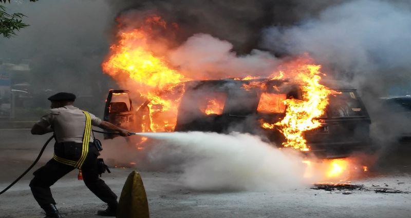 https: img.okeinfo.net content 2019 07 21 338 2081633 polisi-duga-pengemudi-truk-pertamina-mengantuk-sebelum-alami-laka-qPARUXakfg.jpg