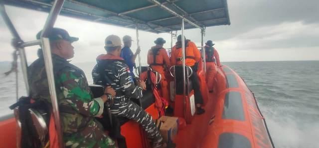 https: img.okeinfo.net content 2019 07 22 340 2082086 kapal-dari-madura-tenggelam-di-ketapang-2-orang-hilang-VsruzKIEee.jpg