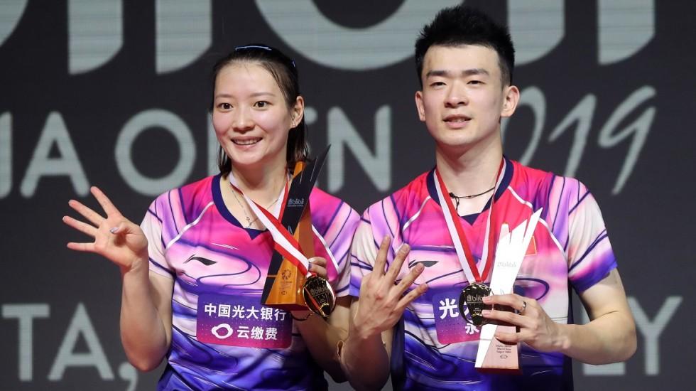https: img.okeinfo.net content 2019 07 22 40 2081824 kebanggaan-ganda-campuran-china-raih-gelar-juara-di-indonesia-open-2019-Ybj37QKtfb.jpg