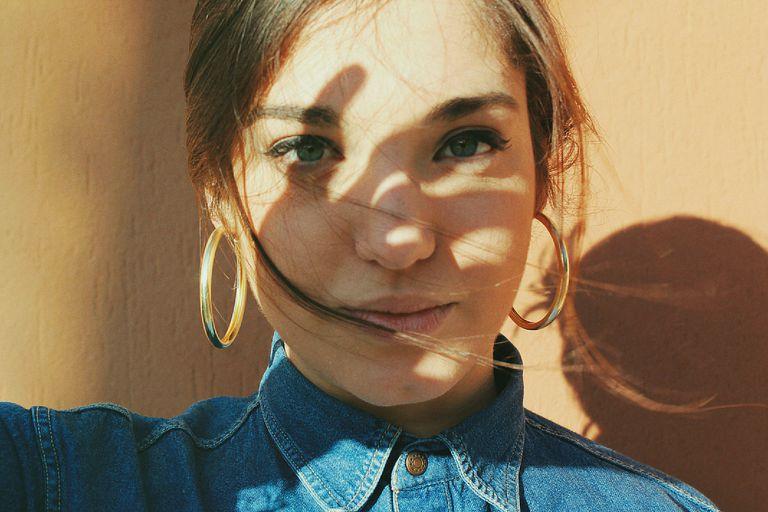 https: img.okeinfo.net content 2019 07 22 611 2081852 apakah-selfie-sunkiss-di-pagi-hari-berbahaya-untuk-kulit-wajah-begini-penjelasannya-cMJzUnk9nK.jpg