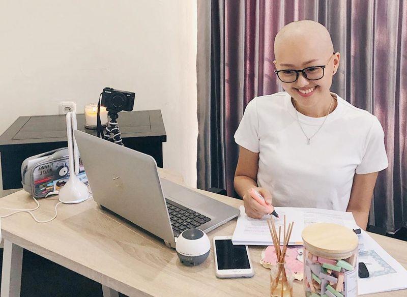 https: img.okeinfo.net content 2019 07 23 196 2082386 jalani-kemoterapi-pesan-nadya-valerie-untuk-para-pejuang-kanker-bikin-terenyuh-5VAwbdOYIC.jpg