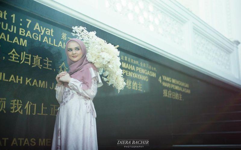 https: img.okeinfo.net content 2019 07 23 33 2082534 prewedding-dengan-baju-muslim-aura-cut-meyriska-dan-roger-danuarta-terpancar-VgU8HI1MA8.jpg
