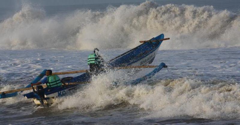 https: img.okeinfo.net content 2019 07 23 337 2082617 bmkg-waspadai-potensi-gelombang-laut-hingga-6-meter-selama-3-hari-ke-depan-asv843yfSG.jpg