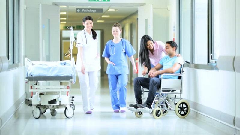 https: img.okeinfo.net content 2019 07 23 481 2082761 menkes-nila-minta-benahi-pelayanan-rumah-sakit-di-era-digital-bybqjpWrKR.jpg
