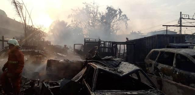 https: img.okeinfo.net content 2019 07 24 338 2082890 kebakaran-parkiran-mobil-di-pademangan-telan-kerugian-rp1-miliar-Bur1BmgIZZ.jpg