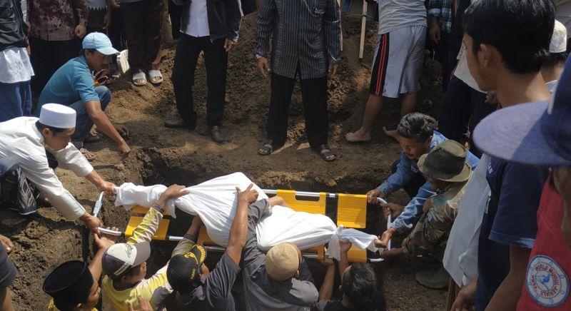 https: img.okeinfo.net content 2019 07 24 519 2082975 orangtua-tolak-autopsi-4-bocah-korban-kebakaran-langsung-dimakamkan-EZOxkfjjpK.jpg