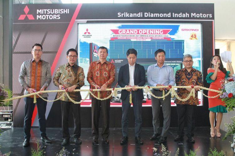 https: img.okeinfo.net content 2019 07 24 52 2082861 diler-resmi-mitsubishi-hadir-di-kota-terkecil-indonesia-ULNwUlLVxz.jpg