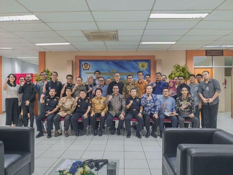 https: img.okeinfo.net content 2019 07 25 1 2083283 bea-cukai-terbitkan-izin-plb-barang-jadi-non-mmea-pertama-di-indonesia-YK26rpZujX.jpg