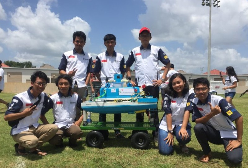 https: img.okeinfo.net content 2019 07 26 207 2084008 robot-kapal-tanpa-awak-karya-mahasiswa-indonesia-sabet-juara-3-di-amerika-serikat-eZ1kP5mFJh.jpg