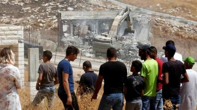 https: img.okeinfo.net content 2019 07 27 18 2084415 permukiman-warga-digusur-paksa-palestina-batalkan-berbagai-kesepakatan-dengan-israel-05MMALn8Rt.jpg