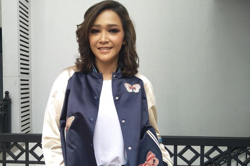 https: img.okeinfo.net content 2019 07 28 598 2084668 maia-estianty-bagikan-tips-lolos-audisi-indonesian-idol-2019-YNk02GwGGC.jpg