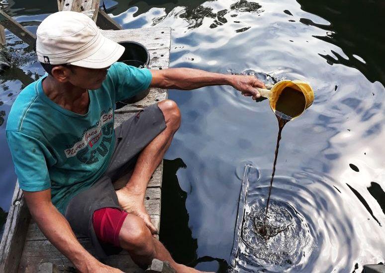 https: img.okeinfo.net content 2019 07 29 337 2084957 pertamina-diminta-perhatikan-keselamatan-nelayan-yang-angkut-tumpahan-minyak-di-karawang-CROwMYAG7f.jpg