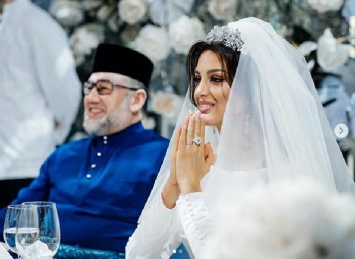 https: img.okeinfo.net content 2019 07 31 196 2085914 resmi-cerai-sultan-muhammad-v-telah-talak-tiga-oksana-voevodina-EjEKFJBmxz.jpg