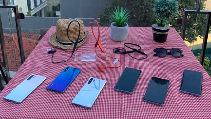 https: img.okeinfo.net content 2019 07 31 57 2086038 erajaya-tawarkan-earphone-dan-lampu-pintar-untuk-traveller-8xJQLcTbzN.jpg