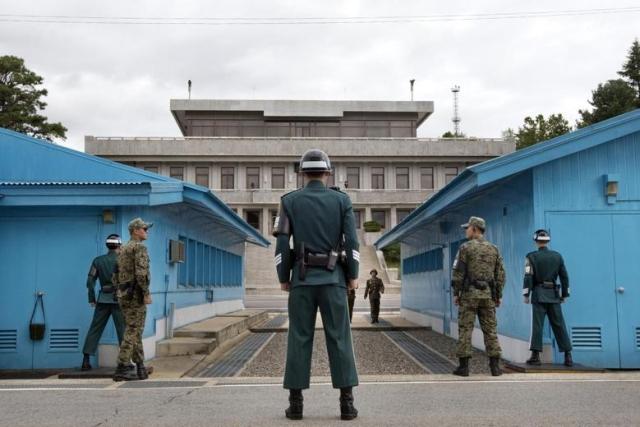https: img.okeinfo.net content 2019 08 01 18 2086280 tentara-korea-utara-kabur-ke-korsel-lewat-zona-demiliterisasi-wzxwFd4tcn.jpg