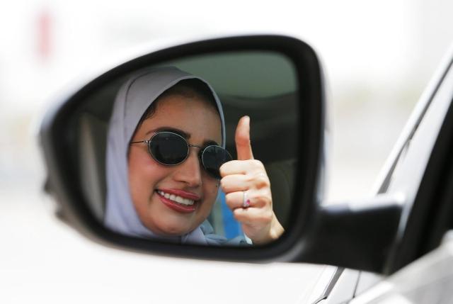https: img.okeinfo.net content 2019 08 02 18 2086739 perempuan-saudi-bisa-bepergian-tanpa-izin-wali-syarat-usia-21-tahun-ke-atas-IXxpn6GFUY.jpg