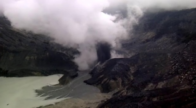 https: img.okeinfo.net content 2019 08 02 525 2086872 status-gunung-tangkuban-parahu-waspada-bpbd-dan-sar-siap-siagakan-pasukan-JNo7aBmliN.jpg