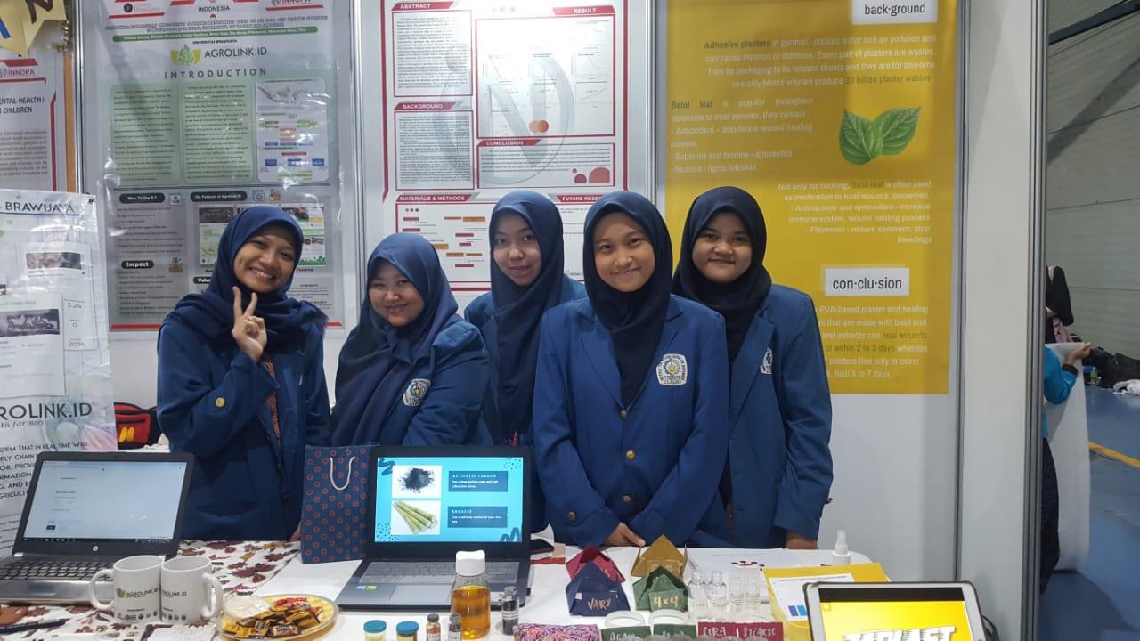 https: img.okeinfo.net content 2019 08 02 65 2086902 indonesia-banyak-sampah-plastik-affan-dan-refandy-ciptakan-alat-pengubah-jadi-biogas-K2XS4sdVaU.jpg