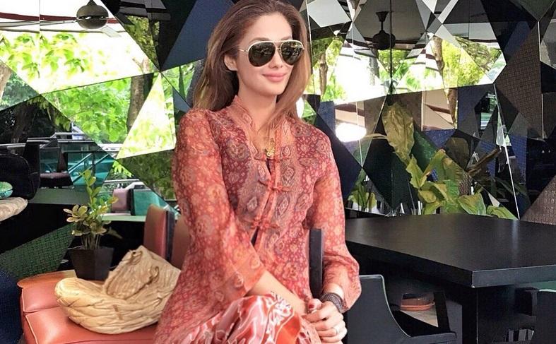 https: img.okeinfo.net content 2019 08 04 194 2087541 cantiknya-penampilan-artis-malaysia-kavita-sidhu-dalam-balutan-kebaya-wjyfWMorRn.jpg