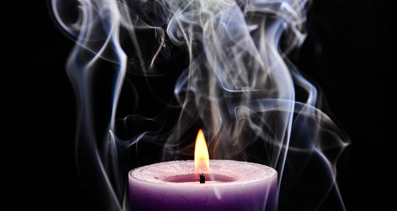 https: img.okeinfo.net content 2019 08 05 481 2087919 selain-risiko-kebakaran-ini-bahaya-nyalakan-lilin-saat-listrik-mati-e0k3asQFoQ.jpg