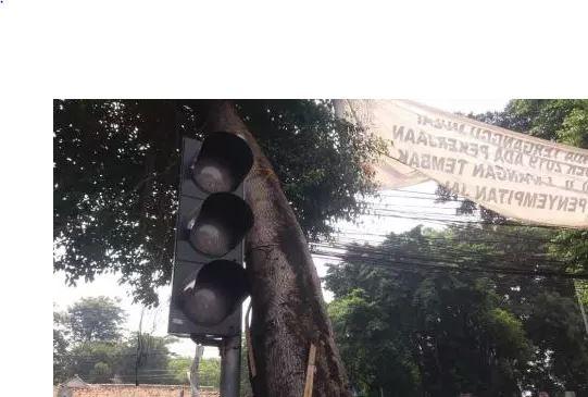 https: img.okeinfo.net content 2019 08 05 87 2087860 begini-seharusnya-pengemudi-saat-lampu-merah-mati-akibat-pemadaman-listrik-TKXGaNe5VY.JPG