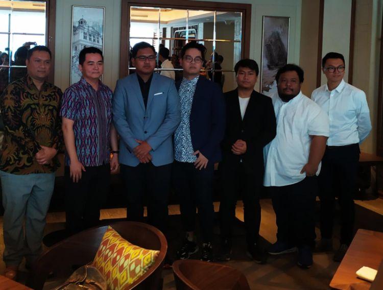 https: img.okeinfo.net content 2019 08 06 326 2088665 jeremy-yulianto-dan-afrindo-valentino-ditunjuk-sebagai-pelatih-timnas-mobile-legends-indonesia-HnxbdU0mU9.jpg