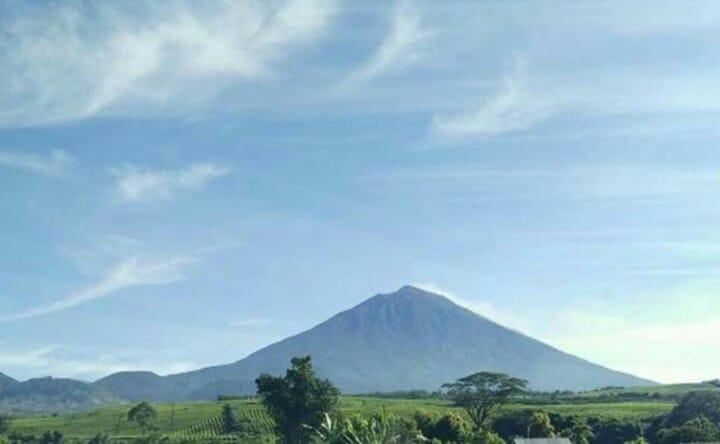 https: img.okeinfo.net content 2019 08 07 340 2088771 gunung-kerinci-dilanda-131-kali-gempa-nCsm3RO78y.jpg