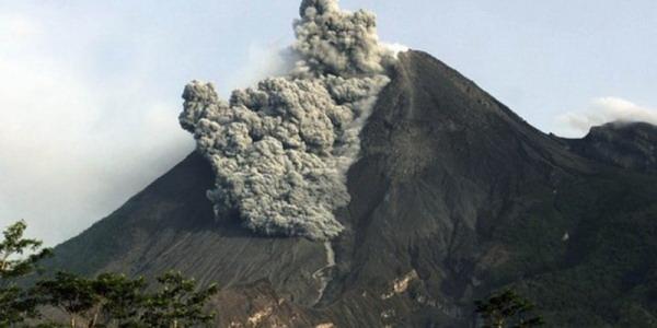 https: img.okeinfo.net content 2019 08 08 510 2089581 gunung-merapi-semburkan-awan-panas-guguran-sejauh-800-meter-MuMjgOlKuO.jpg