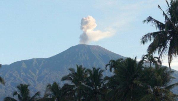 https: img.okeinfo.net content 2019 08 09 512 2089722 status-gunung-slamet-naik-jadi-waspada-berpotensi-erupsi-fewmVo93sF.jpg