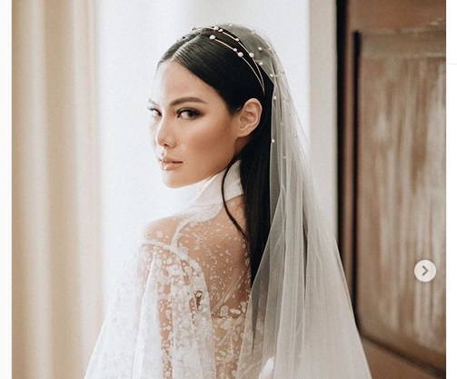 https: img.okeinfo.net content 2019 08 11 611 2090595 mua-vinna-gracia-makeup-sendiri-di-hari-pernikahan-ada-mantra-rahasia-yang-wajib-kamu-tahu-Q50ESb6rcv.jpeg