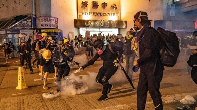 https: img.okeinfo.net content 2019 08 12 18 2090696 demonstran-dan-polisi-hong-kong-kembali-bentrok-di-sejumlah-lokasi-Kg9qk4aSrX.jpg
