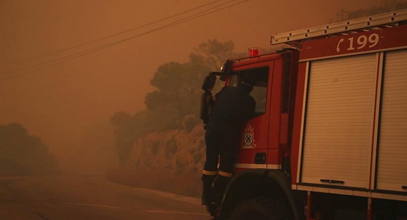 https: img.okeinfo.net content 2019 08 12 18 2090868 ratusan-pasukan-pemadam-dikerahkan-untuk-atasi-kebakaran-hebat-di-pinggiran-athena-TnByYA1U7l.jpg