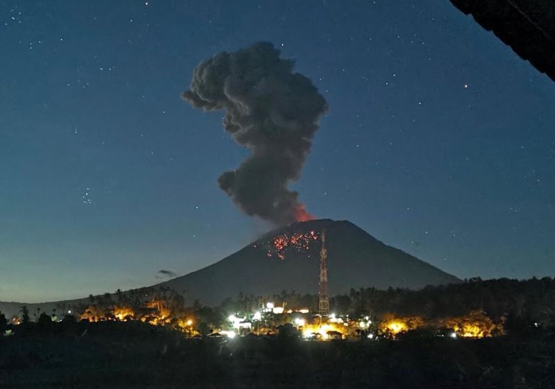 https: img.okeinfo.net content 2019 08 12 337 2090734 22-gunung-api-di-indonesia-berstatus-siaga-hingga-waspada-warga-diimbau-jauhi-kawah-phdyv5YiWr.jpg