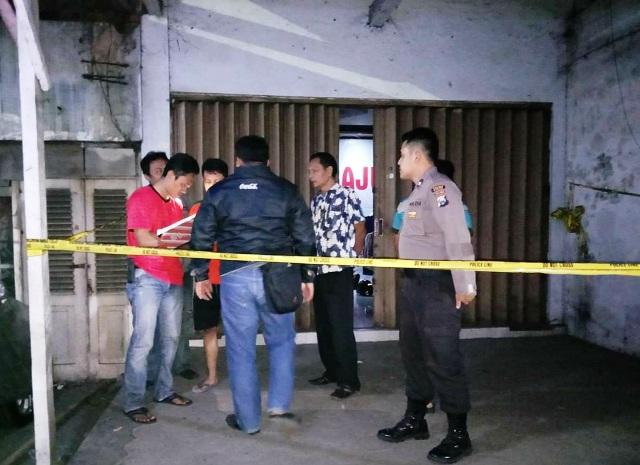 https: img.okeinfo.net content 2019 08 12 519 2090703 pemilik-toko-batik-di-madiun-ditemukan-tewas-berlumuran-darah-jEV4XSRGlD.jpg