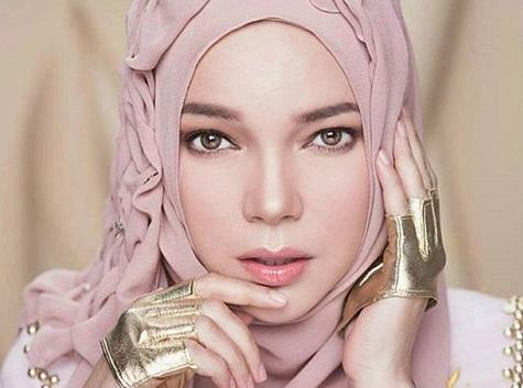 https: img.okeinfo.net content 2019 08 14 330 2091910 masya-allah-dewi-sandra-tampil-strong-bagai-dewi-athena-dengan-headpiece-rinaldy-yunardi-DHTvP3StnF.jpg