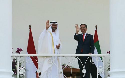 https: img.okeinfo.net content 2019 08 15 470 2092344 presiden-kaget-tiba-tiba-putera-mahkota-abu-dhabi-kirim-utusan-bangun-masjid-di-solo-ozF6v6aufd.png