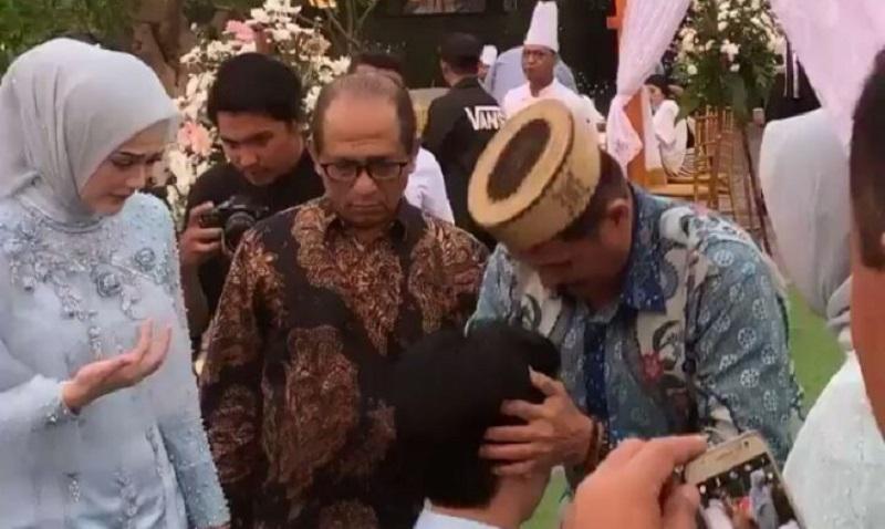 https: img.okeinfo.net content 2019 08 16 33 2092975 potret-roger-danuarta-jelang-pernikahannya-dengan-cut-meyriska-7S9jJJ8NGZ.jpg