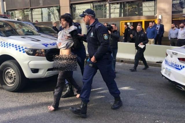 https: img.okeinfo.net content 2019 08 17 18 2093171 pengacara-penikam-wanita-di-kota-sydney-alami-sakit-jiwa-FdpJLcB69Q.jpg