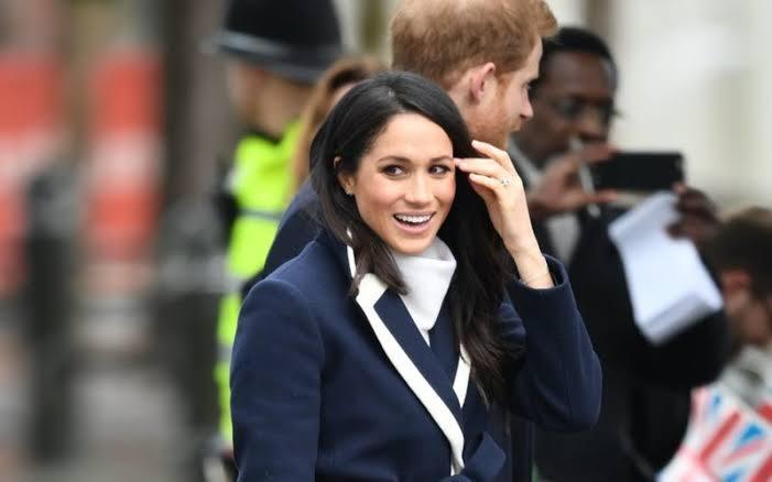 Keduanya melakukan pemberkatan pernikahan di Kapel St. George yang terletak di dalam area Istana Windsor.
