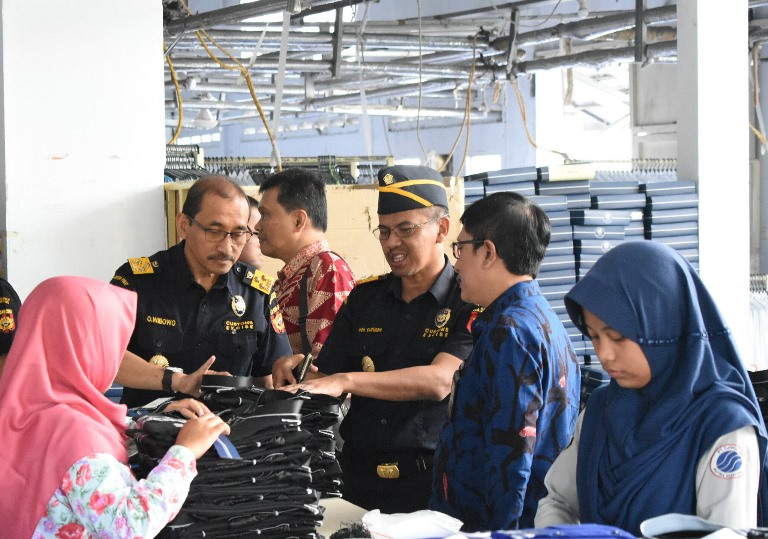 https: img.okeinfo.net content 2019 08 19 1 2093755 bea-cukai-fasilitas-kb-dan-kite-berdampak-positif-untuk-perekonomian-indonesia-bHEUW1LvC1.jpg